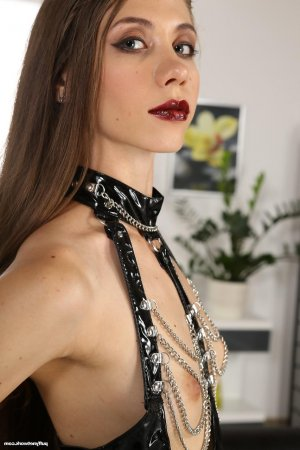 Anne-charline escort fist anal Agde, 34